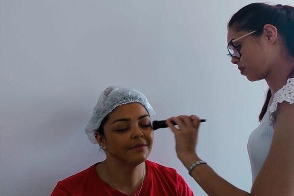 Hospital SF promove dia de maquiagem em celebração ao mês da mulher - HSF